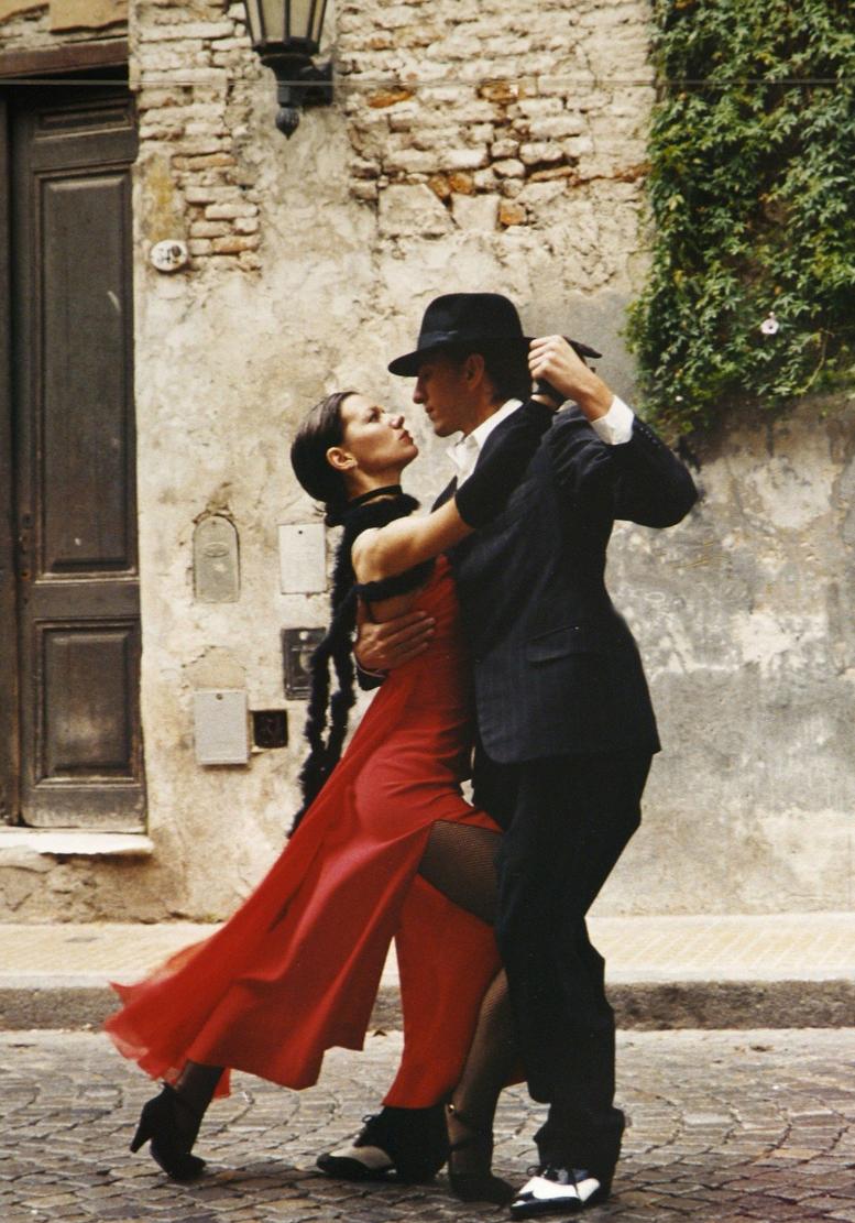 1555x777_Interaktion_Tanzen_It takes two to tango